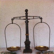 Antigüedades: EXCEPCIONAL BALANZA O BASCULA DE PRECISION DE HIERRO Y BRONCE (BF 03). Lote 63410776