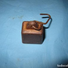 Antigüedades: ANTIGUA PESA DE DE TELAR O SIMILAR DE HIERRO CON GANCHO. Lote 63411112