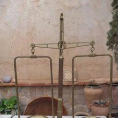 Antigüedades: BÁSCULA ANTIGUA DE FARMACIA PORTUGUESA. Lote 63572812
