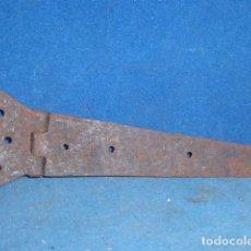Antigüedades: ANTIGUA BISAGRA DE HIERRO FORJADO. Lote 63669923