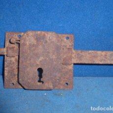 Antigüedades: ANTIGUA CERRADURA DE HIERRO . Lote 63670063