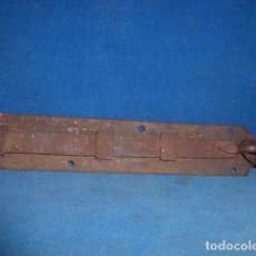 Antigüedades: ANTIGUO PESTILLO DE HIERRO FORJADO . Lote 63673007