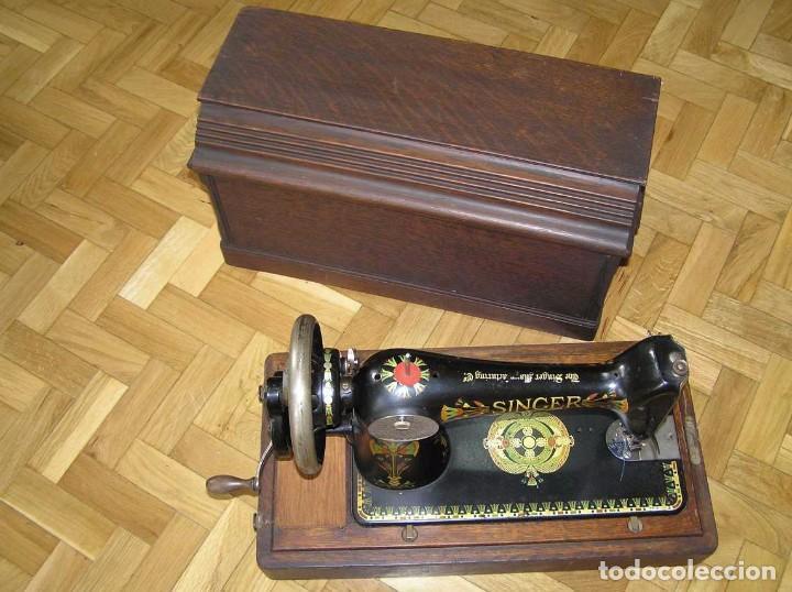 Antigüedades: MAQUINA DE COSER SINGER 66K DE MANIVELA - PORTATIL - CON SU TAPA TIPO COFRE - Foto 12 - 63726895