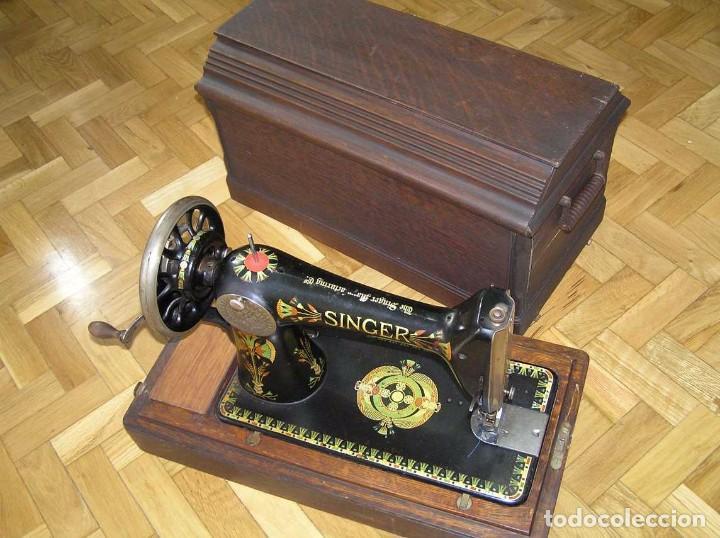 Antigüedades: MAQUINA DE COSER SINGER 66K DE MANIVELA - PORTATIL - CON SU TAPA TIPO COFRE - Foto 13 - 63726895