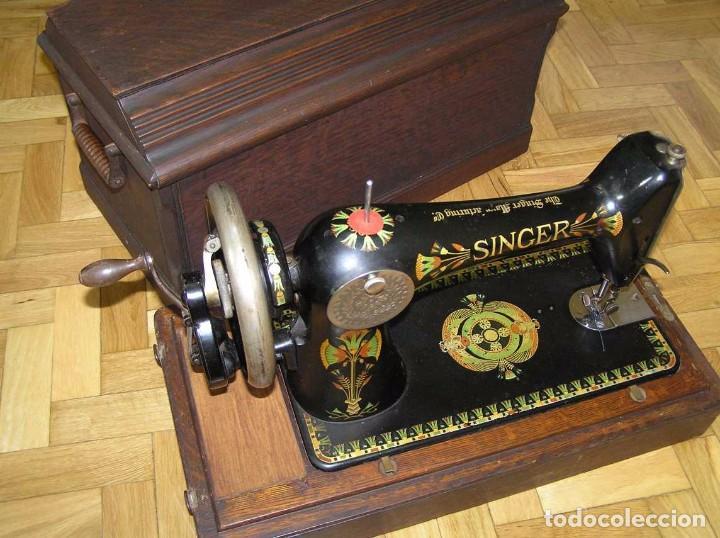 Antigüedades: MAQUINA DE COSER SINGER 66K DE MANIVELA - PORTATIL - CON SU TAPA TIPO COFRE - Foto 19 - 63726895