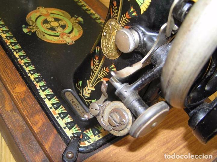 Antigüedades: MAQUINA DE COSER SINGER 66K DE MANIVELA - PORTATIL - CON SU TAPA TIPO COFRE - Foto 62 - 63726895
