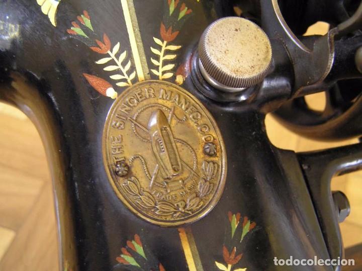 Antigüedades: MAQUINA DE COSER SINGER 66K DE MANIVELA - PORTATIL - CON SU TAPA TIPO COFRE - Foto 63 - 63726895