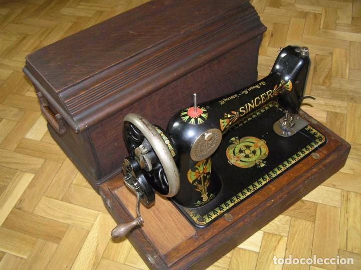 Antigüedades: MAQUINA DE COSER SINGER 66K DE MANIVELA - PORTATIL - CON SU TAPA TIPO COFRE - Foto 74 - 63726895