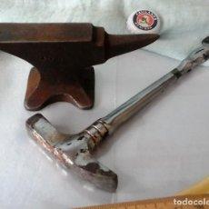 Antigüedades: YUNQUE, TAS. DE ORBEBRE O JOYERO. PEQUEÑO Y CURIOSO. CON MARTILLO:. Lote 63919703
