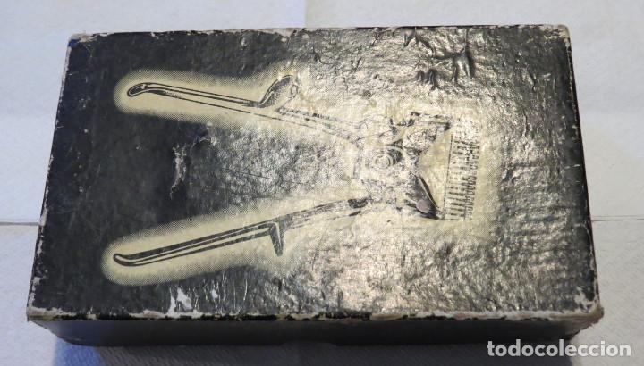 Antigüedades: ANTIGUA MAQUINA DE CORTAR PELO MARCA GURELAN CON SU CAJA ORIGINAL - Foto 5 - 64011323