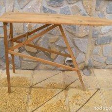 Antigüedades: ANTIGUA TABLA DE PLANCHAR. Lote 64066007