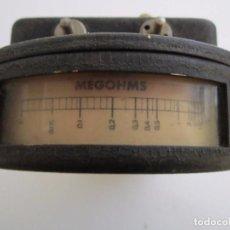 Antigüedades: ANTIGUO MEDIDOR DE MEGOHMS MANUAL. Lote 64140067