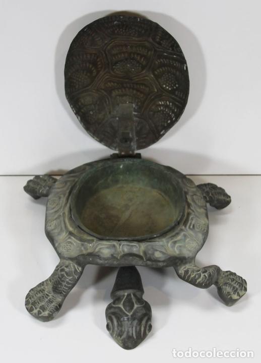 Antigüedades: LIMPIA ZAPATOS CON FORMA DE TORTUGA EN BRONCE. ESPAÑA. SIGLO XX. - Foto 2 - 64210667