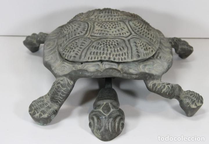 Antigüedades: LIMPIA ZAPATOS CON FORMA DE TORTUGA EN BRONCE. ESPAÑA. SIGLO XX. - Foto 6 - 64210667