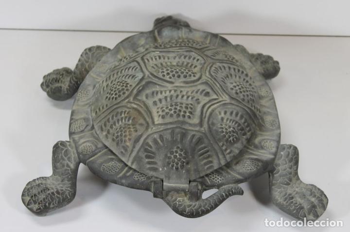 Antigüedades: LIMPIA ZAPATOS CON FORMA DE TORTUGA EN BRONCE. ESPAÑA. SIGLO XX. - Foto 7 - 64210667