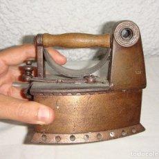 Antigüedades: PLANCHA DE CHIMENEA EN MINIATURA. PARA VIAJE. DE CARBÓN.. Lote 64312659