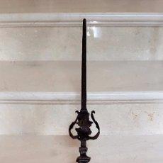 Antigüedades: MAGNIFICO REMATE EN HIERRO DE FRAGUA,FORJA,ESPAÑA, S.XVII. Lote 64321499