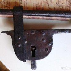 Antigüedades: CANDADO DE FORJA CON DECORACIÓN. Lote 64464355