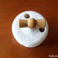 Antigüedades: INTERRUPTOR DE LUZ CERAMICA. Lote 64716099