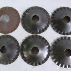 Antigüedades: LOTE DE 6 CHAPAS DE HIERRO DE 12,5 CM DE DIAMETRO. Lote 64837339