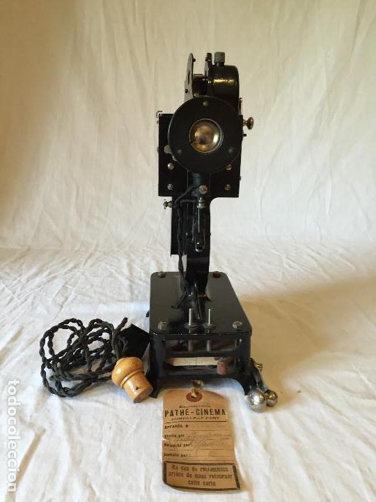 Antigüedades: MÁQUINA PROYECTOR 9mm PATHE BABY - Foto 3 - 64968127