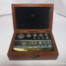 Antigüedades: CAJA DE PESAS DE PRECISION. Lote 65007979