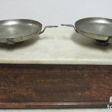 Antigüedades: CENTENARIA BALANZA DE FARMACIA. Lote 65671198