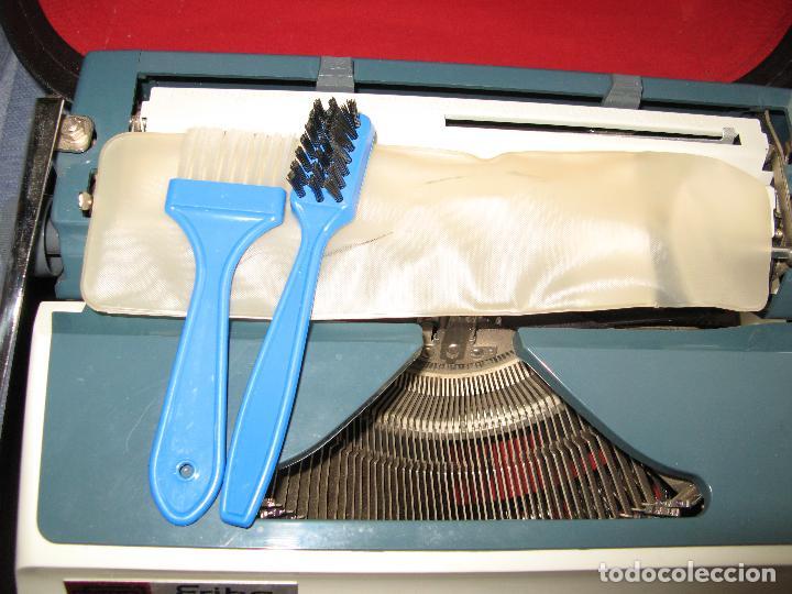 Antigüedades: Maquina de Escribir Erika en su Estuche Original con Manual y Cepillos de Limpieza - Foto 2 - 65729446