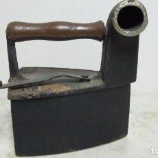 Antigüedades: ANTIGUA PLANCHA DE CARBON. Lote 65816590