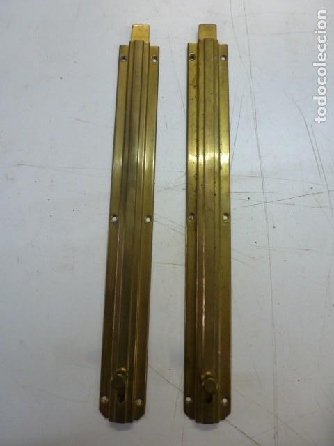 PAREJA DE PESTILLOS DE LATON 26 CM LARGO (Antigüedades - Técnicas - Cerrajería y Forja - Pestillos Antiguos)
