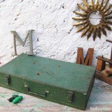 Antigüedades: CAJA DE HERRAMIENTAS MALETIN METAL ANTIGUO AÑOS 40 DECORACION INDUSTRIAL. Lote 65956186