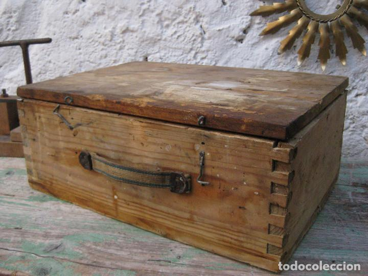 Antigüedades: CAJA DE MADERA MUY FUERTE MALETIN IDEAL HERRAMIENTAS USO DECORACION INDUSTRIAL - Foto 2 - 66114482