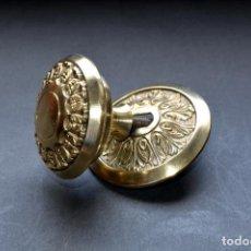 Antigüedades: TIRADOR DE METAL DE PUERTA DE 8 CM DE DIÁMETRO Y 6,5 DE FONDO. Lote 66149954