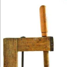 Antigüedades: ANTIGUO SARGENTO DE CARPINTERO CON REFUERZO - MORDAZA DE MADERA PRIMERA MITAD S. XX FORMA C. Lote 66259430