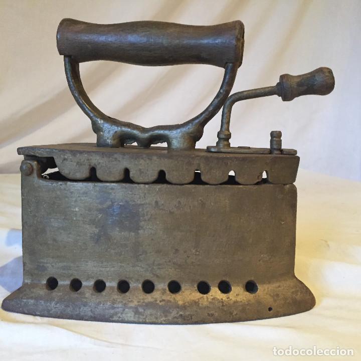 Antigüedades: MÁQUINA DE PLANCHAR DE CARBÓN - Foto 2 - 66273362