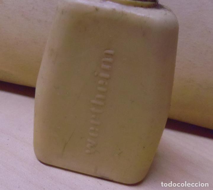 Antigüedades: bote vacio plastico duro para aceite de la maquina de coser wertheim - Foto 3 - 66766394