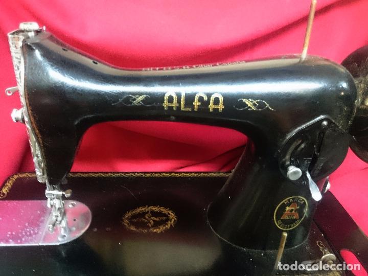 Antigüedades: Antigua máquina de coser Alfa - Gira perfectamente - estado bueno según fotos - Foto 5 - 66962718