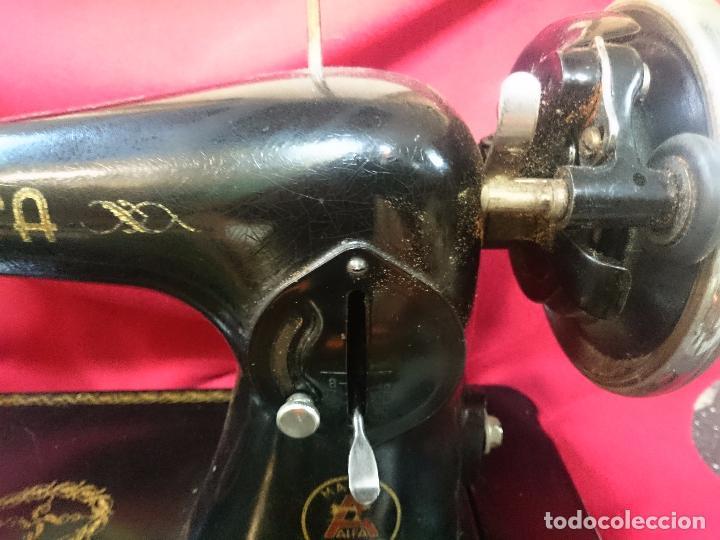 Antigüedades: Antigua máquina de coser Alfa - Gira perfectamente - estado bueno según fotos - Foto 7 - 66962718