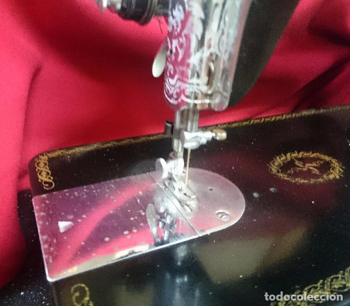 Antigüedades: Antigua máquina de coser Alfa - Gira perfectamente - estado bueno según fotos - Foto 8 - 66962718