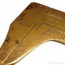 Antigüedades: ANTIGUO PIE DE REY DE BRONCE. Lote 48982351