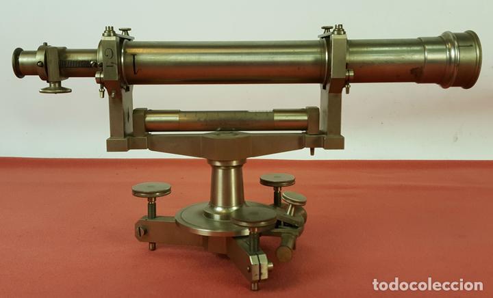 TEODOLITO DE PRECISION. ATELIERS H.MORIN AND GENSSE. METAL. SIGLO XX. (Antigüedades - Técnicas - Otros Instrumentos Ópticos Antiguos)