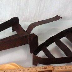 Antigüedades: PAREJA DE PLANCHEROS VIEJOS MUY RÚSTICOS. PARA COMPLEMENTAR VIEJAS PLANCHAS. Lote 67316413