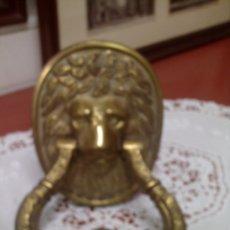 Antigüedades: ANTIGUO LLAMADOR O ALDABA SIGLO XIX EN BRONCE, CABEZA DE LEON. Lote 67338709