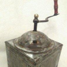 Antigüedades: GRAN RARO Y ESCASO ANTIGUO MOLINILLO CAFE ESPAÑOL HIERRO HOJALATA Y MADERA PIEZA DE MUSEO 530,00 €. Lote 67609333