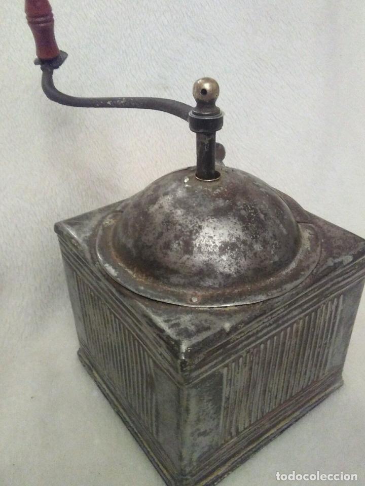 Antigüedades: GRANDE ÚNICO RARO Y MUSEO ANTIGUO MOLINILLO CAFE ESPAÑOL HIERRO HOJALATA pieza de museo 530,00 € - Foto 2 - 67609333
