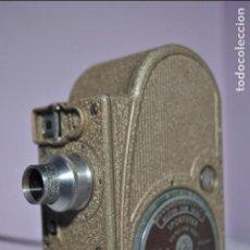 Antigüedades: BELL & HOWELL SPORTSTER CAMARA DE CINE O TOMAVISTA 8MM (1936) CON SU FUNDA.. Lote 67624909
