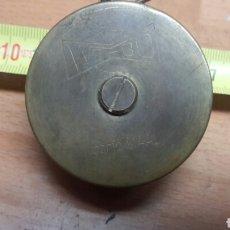 Antigüedades: ANTIGUO FLEXOMETRO WE-BO EN BRONCE RARISIMO DE ENCONTRAR. Lote 67731610