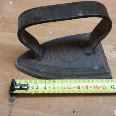 Antigüedades: ANTIGUA PLANCHA DE CARBON 12 CM. Lote 67818739
