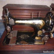 Antigüedades: ANTIGUA MAQUINA DE COSER SINGER DE FINALES DE 1800 CON ACCESORIOS. Lote 67968533