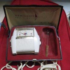 Antigüedades: ANTIGUA MAQUINA DE AFEITAR REMINGTON DE LUXE,FUNCIONANDO.. Lote 68228921